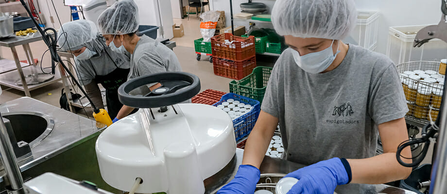 Le processus de fabrication des confitures es im-perfect® de la Fundación Espigoladors.